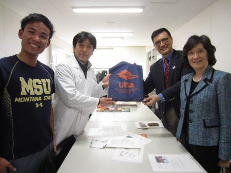 教育学部 大石教授(左から2人目)
