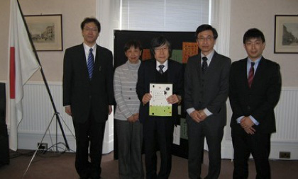 北岡 元 総領事(写真左から3番目)と熊本大学訪問団