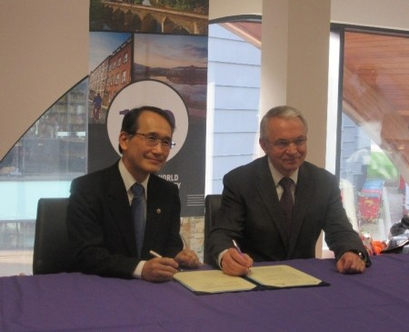 Vice-Chancellor Corbridge and Vice-President Takashima at the signing ceremony at Durham University